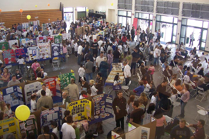 Large crowds visit the Science & Engineering Fair
