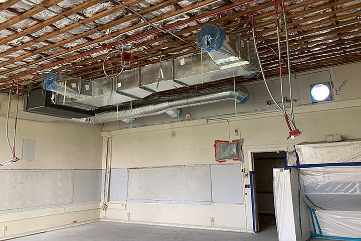 AC equipment is installed in a classroom