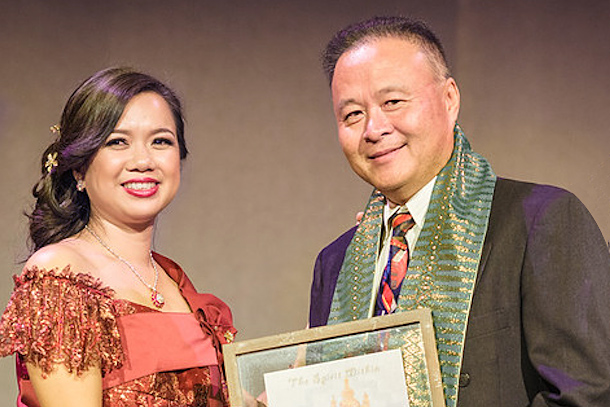 UCC Executive Director Susana Sngiem presents award to teacher Darith Ung
