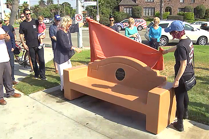 Friends and family unveil a bench in memory of two Millikan alumni.