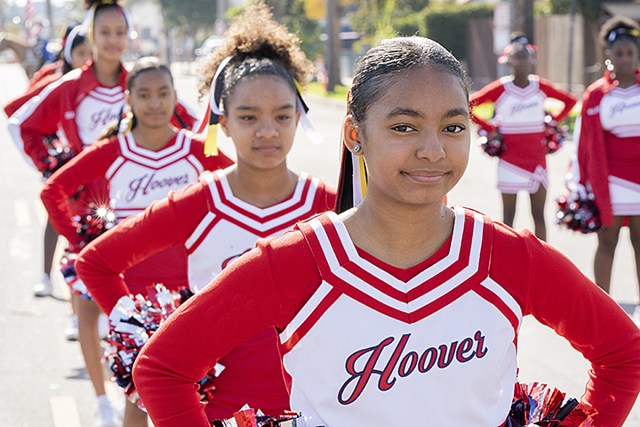 Hoover Middle School students participate in parade