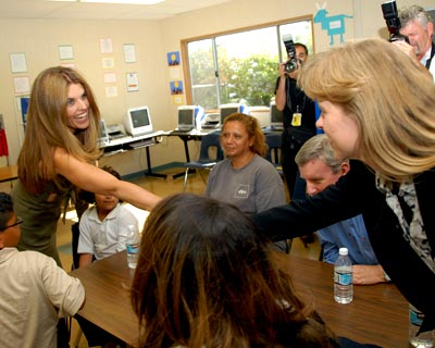Photo - Maria Shriver Visits Bethune Homeless Center